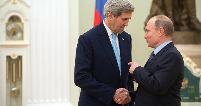 Президент России Владимир Путин и государственный секретарь Соединенных Штатов Америки Джон Керри во время встречи в Кремле. Архивное фото