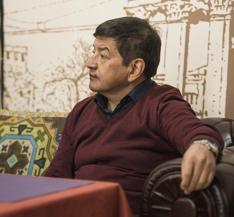 Государственный и политический деятель Кыргызстана, депутат Жогорку Кенеша Акылбек Жапаров во время интервью