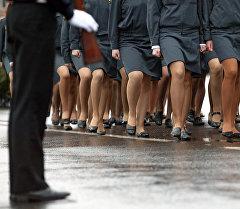 Женщины милиционеры во время парада. Архивное фото