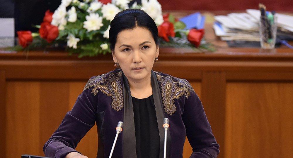 Аида Салянова референдум тууралуу сүйлөгөн Канат Исаевдин айласын кетирди