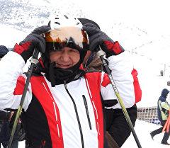 Сариев тоодон лыжа тээп түштү
