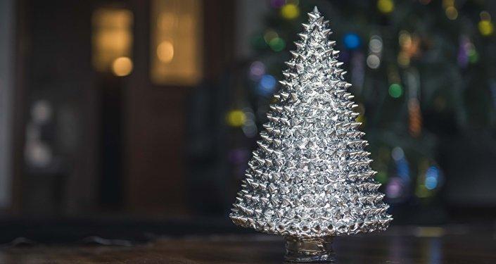 Эксклюзивная новогодняя елка от дизайнера Елены Вороненой.