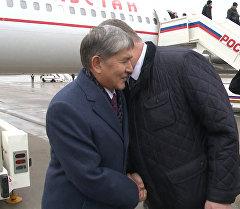 Президента Атамбаева в Москве встретили ненастная погода и Бельянинов