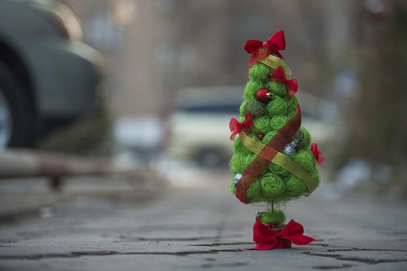 Дизайнер Алена Алексеева со своей эксклюзивной новогодней елкой