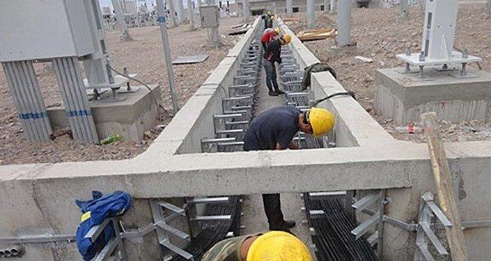На торжественной церемонии запуска президент Алмазбек Атамбаев назвал Датку — Кемин проектом века.