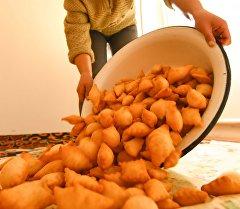 Боорсок— национальное мучное блюдо кыргызов. Архивное фото