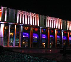 Филармонию и памятник Манасу на раскрасили на новый год