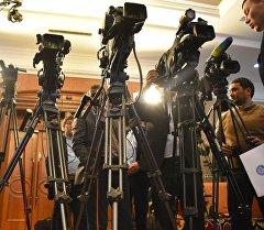 Журналисты на пресс-конференции. Архив