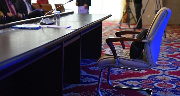 Архивное фото кресла президента КР