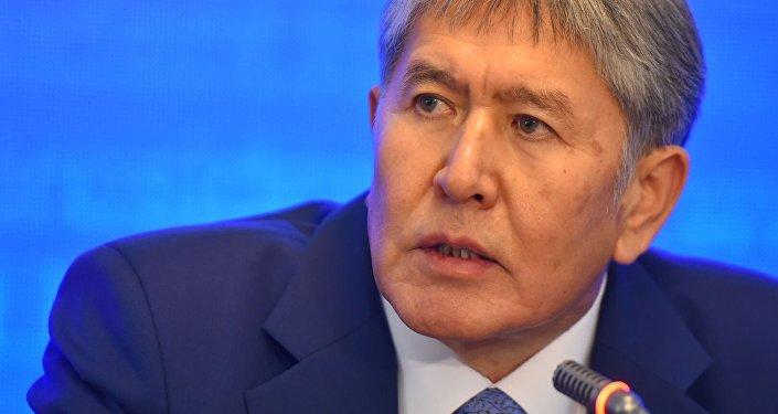 Президент Кыргызской Республики Алмазбек Атамбаев во время пресс-конференции