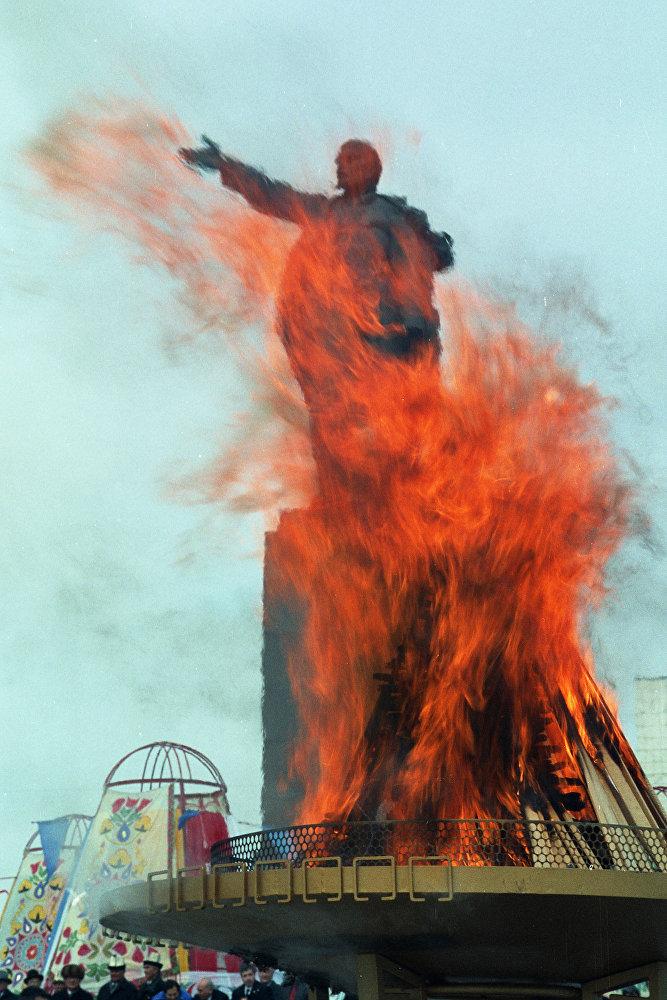 Бишкектин борбордук аянтындагы Лениндин айкели