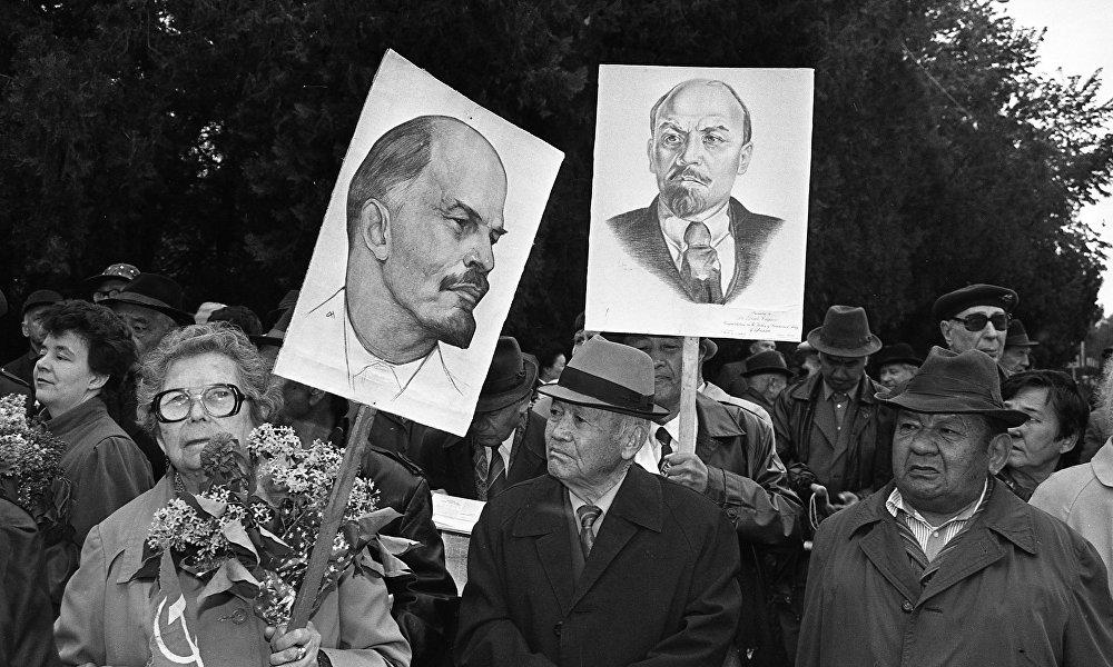 СССРдин кыйрашына баары эле макул боло калган жок — коммунисттердин майрамдык митинги