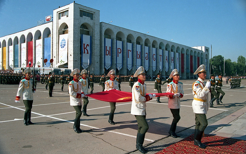 Жоготуулар менен бирге көп нерсеге да жетиштик. Кыргыз Республикасынын желегин көтөрүү