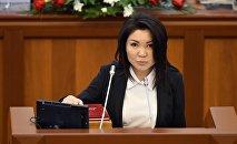 Архивное фото депутата от фракции СДПК Эльвиры Сурабалдиевой