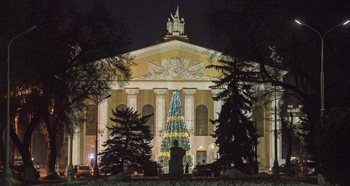 Предновогодний Бишкек. Подготовка к Новому году в столице