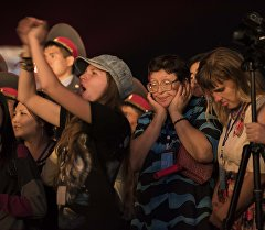 Зрители на концерте на площади Ала-Тоо в Бишкеке. Архивное фото