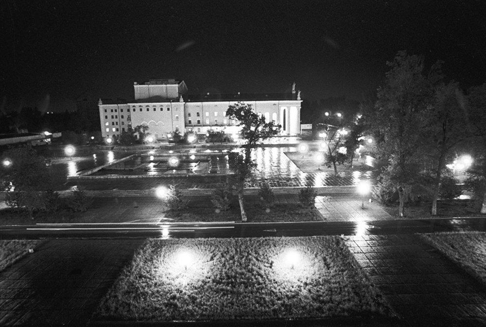 Город Фрунзе вечером