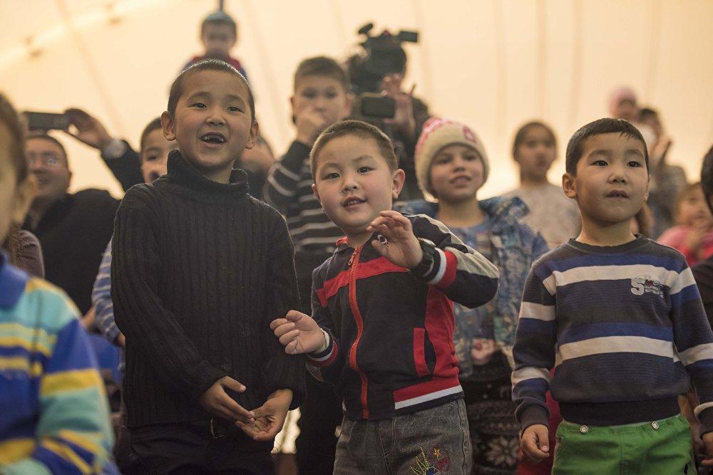 Главные зрители шоу — дети остались довольны.