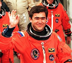 Кыргызстандын алгачкы космонавты, Кыргызстан менен Россиянын баатыры Салижан Шариповдун архивдик сүрөтү