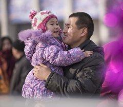 Отец с дочкой. Архивное фото