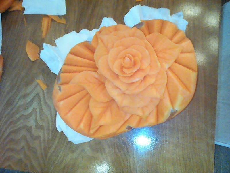 Цветок вырезанный из тыквы