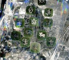 Архивное фото знаков зодиака на пластинах