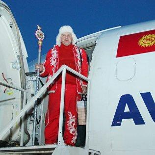 Прибывший в город Ош официальный посланник российского Деда Мороза из Великого Устюга Сергей Рычков.