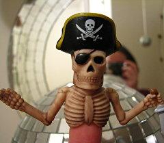 Кукла в форме пирата. Архивное фото