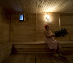Посетительница в сауне. Архивное фото