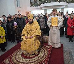 Святой отец на рождественском богослужении в столичной церкви.