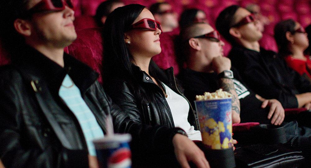Кинотеатр көрүүчүлөр. Архивдик сүрөт