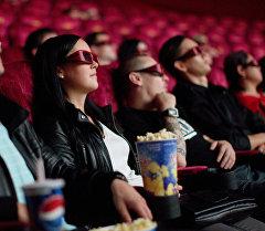 Кинотеатрдагы көрармандар. Архивдик сүрөт