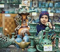 Дочь продавца ремесленных изделий. Площадь Имама в Исфахане.