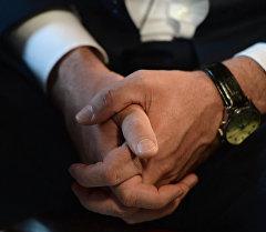 Руки мужчины. Архивное фото