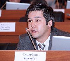 Алтынчы чакырылышка Ата Мекен партиясынын тизмеси менен депутат болуп келген Жоомарт Сапарбаев. Архив