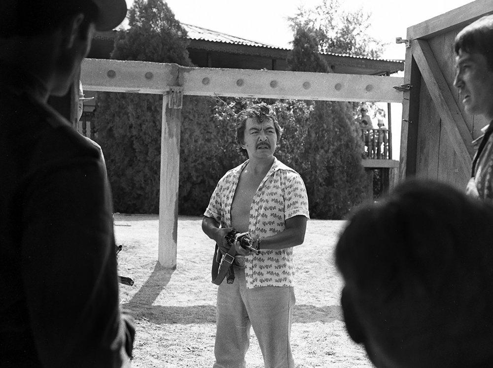 Болот Шамшиев кыргызстандык кесиптештеринин ичинен биринчилерден болуп мушташ, криминалдык жанрда кино тартууга киришкен