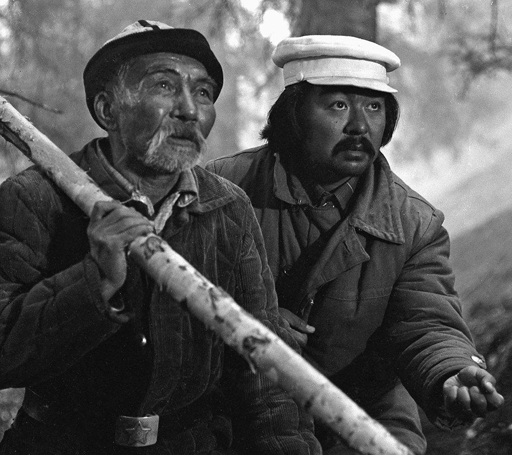 Болот Шамшиев менен Асанкул Куттубаев тасма тартуу маалында