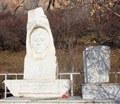 В Оше почтили память известного композитора и исполнителя Рыспая Абдыкадырова