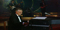 Маэстро Раймонд Паулс на открытии музыкального фестиваля Юрмала-92