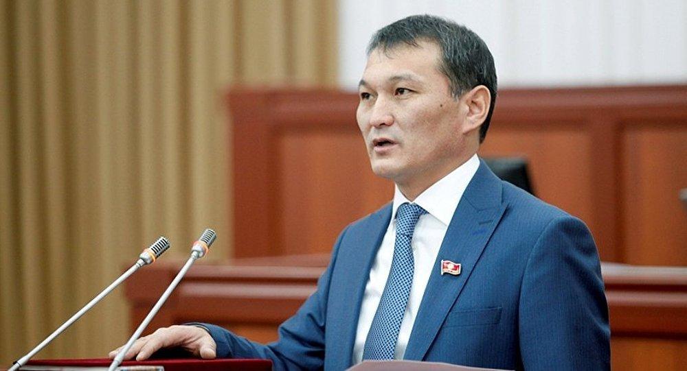 Республика — Ата-Журт фракциясынан келген жаңы депутат Жыргалбек Саматов.