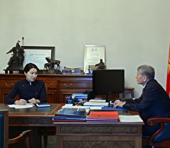 Президент Алмазбек Атамбаев Башкы прокурор Индира Жолдубаеваны кабыл алуу учурунда