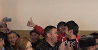 Судья зачитал решение по иску депутатов Джумалиевой и Эсенамановой