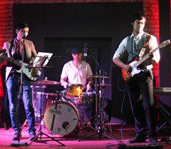 На кыргызском исполнена песня группы The Beatles ко дню Битломании