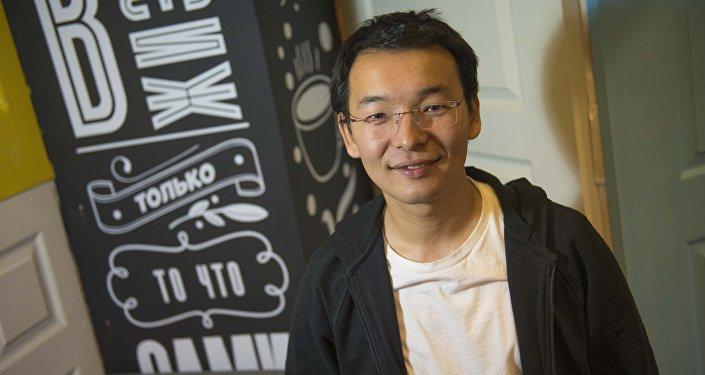 Кыргызстандын программист Тилек Мамутов. Архив