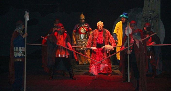 В Ошском Государственном академическом узбекском музыкально-драматическом театре имени Бабура состоялась премьера спектакля Барсбек