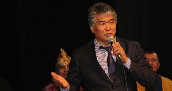 Автором и режиссером постановки является экс-министр культуры, информации и туризма Султан Раев