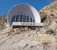 Музей на горе Сулайман-Тоо в городе Ош. Архивное фото
