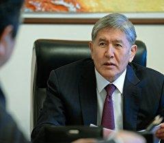 Президент Кыргызской Республики Алмазбек Атамбаев принял председателя Государственной регистрационной службы при Правительстве страны Тайырбека Сарпашева.