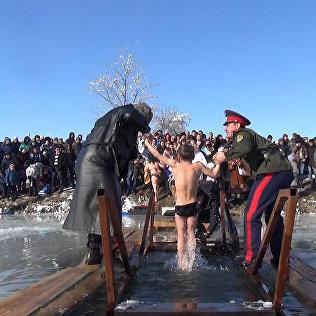Православные молились и купались на празднике Крещения Господня