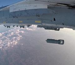 Вылет Су-24М с аэродрома Хмеймим для нанесения ударов по террористам в Сирии